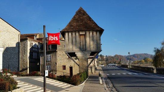 Ibis Périgueux Centre : Outside the hotel