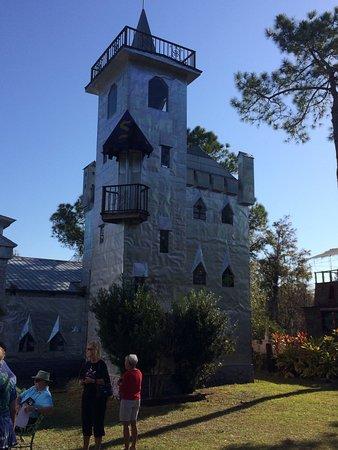Ona, FL: Outside the castle