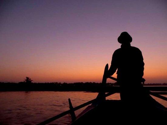 Amarapura, Myanmar: Sunrise