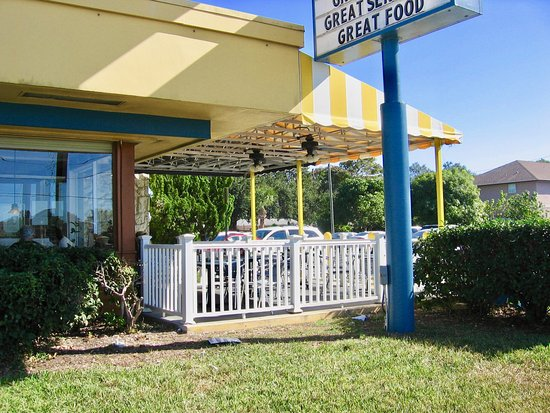 Seminole, FL: Outdoor seating