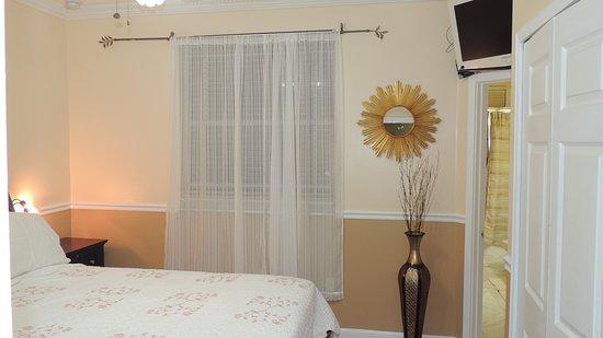 Miramar, FL: bedroom