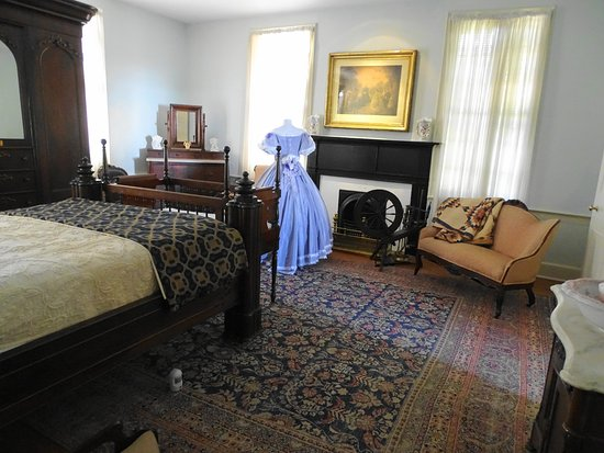 An Upstairs Bedroom - Picture of First White House of the ...