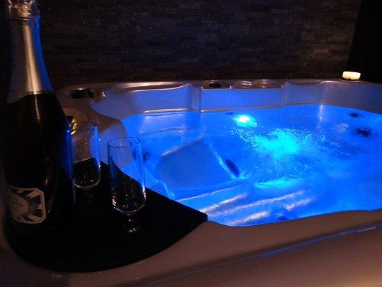 Valfabbrica, Włochy: vasca spa idromassaggio