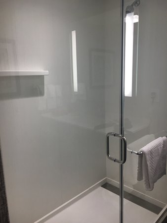 Edgewater, Nueva Jersey: Room and Bathroom