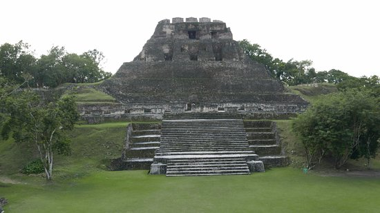 Cayo, Belize: main temple