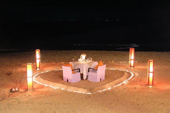 ลายานะ รีสอร์ท แอนด์ สปา: Candle-lit dinner on the beach
