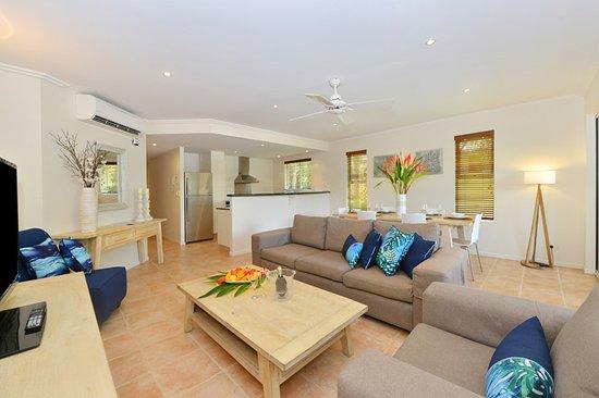 Cayman Villas: Lounge Room