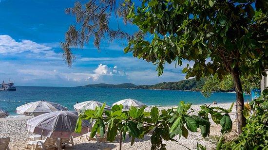 Tok's Little Hut : Вид с кафе на пляж
