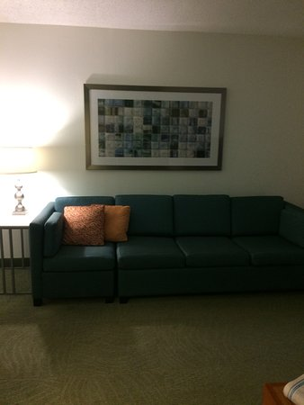 SpringHill Suites Williamsburg: Couch in Sitting Area