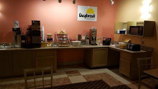 Hattiesburg, MS: Breakfast area