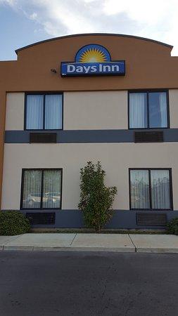 Hattiesburg, MS: Side of hotel