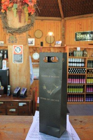 โพโคลบิน, ออสเตรเลีย: Bought down a bottle of Shiraz! Really amazing!