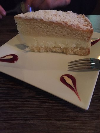 Goochland, เวอร์จิเนีย: Creme brûlé, lemon cake and a full bar