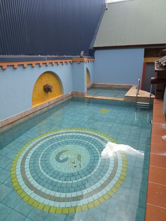 Ettalong Beach, Australia: Internal pool and spa area.