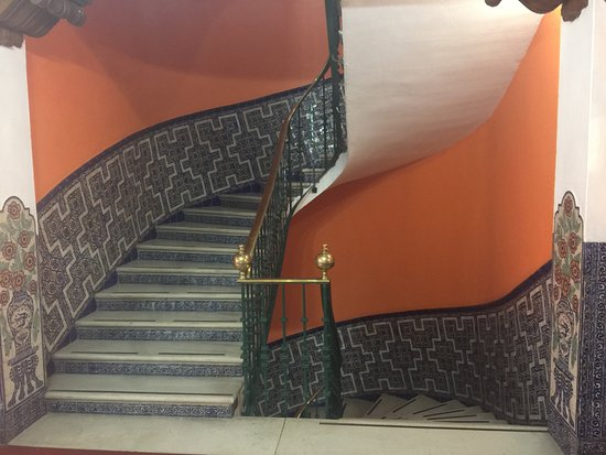 BEST WESTERN Majestic: Wall tiles on stairway