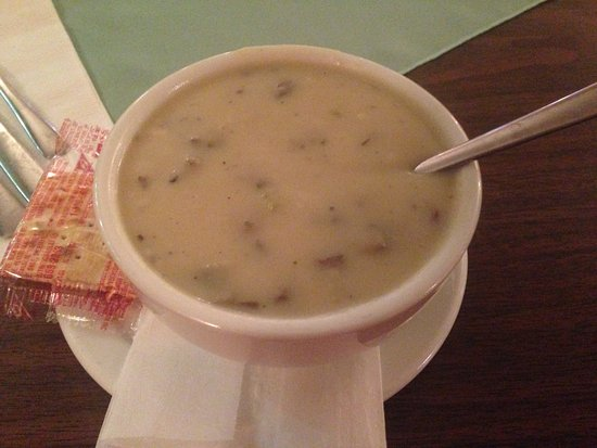 Cranbrook, Kanada: Mushroom Soup included with meal