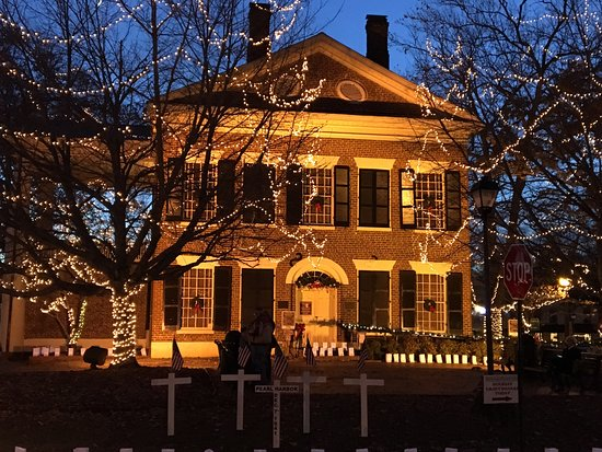 Dahlonega, GA: Gold museum with luminaries and Christmas lights