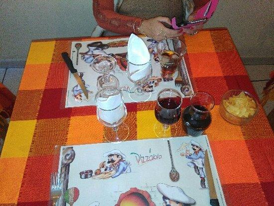 Le Beausset, Frankrig: salle et tables