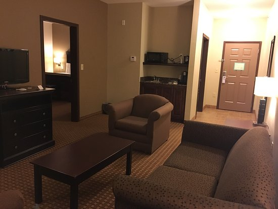 Hillsboro, Teksas: These are photos from one of their king size suite rooms.