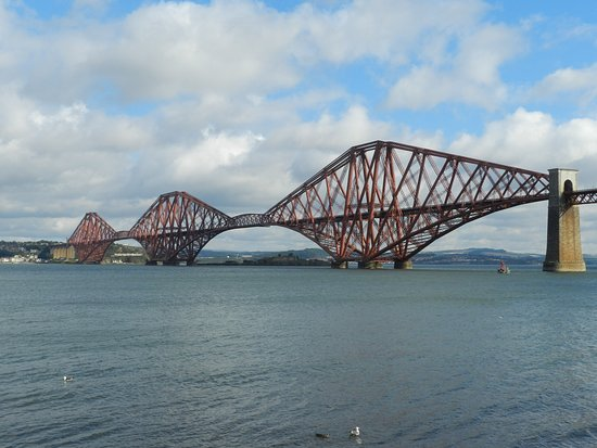North Queensferry, UK: Spectacular bridge