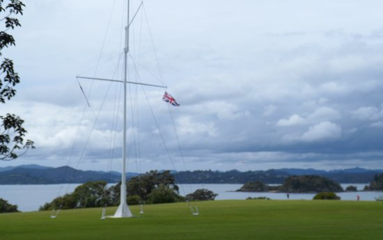 Paihia, Yeni Zelanda: The flag pole on the Waitangi Treaty Gounds