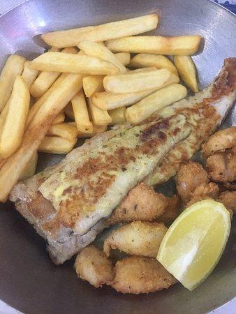 Amanzimtoti, África do Sul: Fish calamari with chips