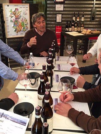 Castiglione Falletto, Italia: Tasting with winemaker Luca Currado