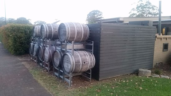 Potters Hotel & Brewery: Barrel display outside