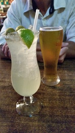 Daddy's Seafood & Cajun Kitchen : house margarita on the rocks - outstanding!