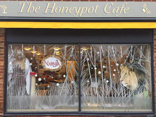 Rustington, UK: Our 2016 Christmas windows  The Lion, The Witch and The Wardrobe. We won 1st prize in the 'Famou