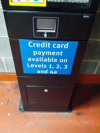 Premier Inn Halifax Town Centre: Adjacent Car Park machines on all levels but credit card payments only accepted on certain floor