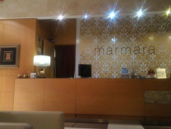 Marmara Hotel Budapest: Desk reception