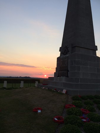 Miraumont, Francja: Sunset Over 1 Div Memorial (AIF) Pozieres