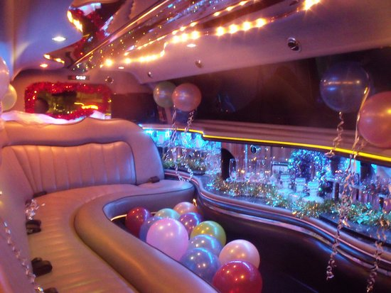 Long Eaton, UK: The Festive Express Limo Hire