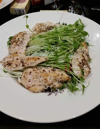 ‪‪Tullamarine‬, أستراليا: Garden salad with herb chicken‬
