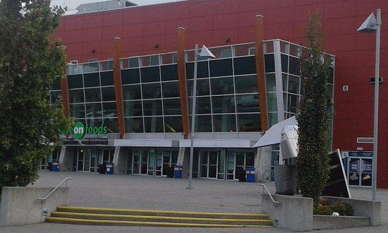 Save-On-Foods Memorial Centre: Frente del estadio