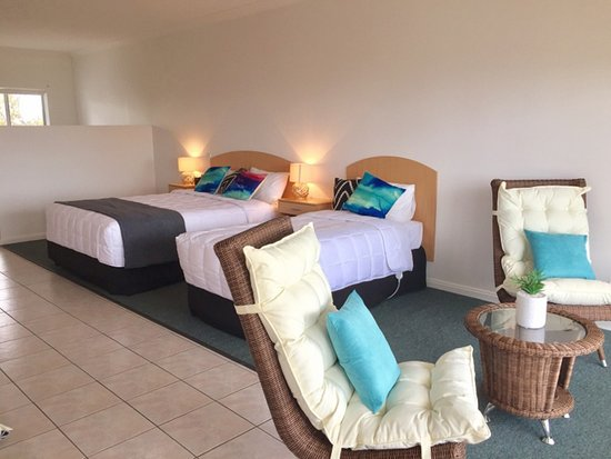 Port Noarlunga, Australia: Upstairs Panoramic Ocean View suites all sleep 3 guests and have everything you need away from h