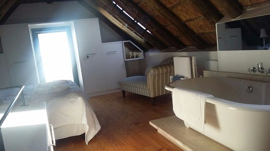 Paternoster, Afrique du Sud : Bedroom/Bathroom (seperate toilet upstairs)