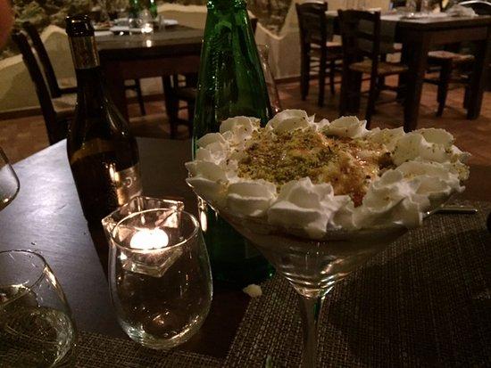 Faiano, Italia: Crema chantilly con meringhe e pistacchio