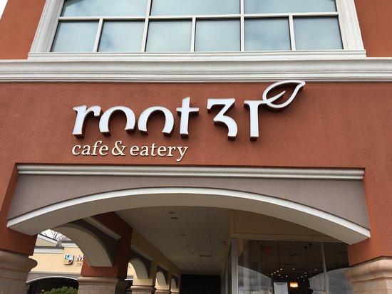 Pittsford, Estado de Nueva York: Root 31 - sign over outside doorway