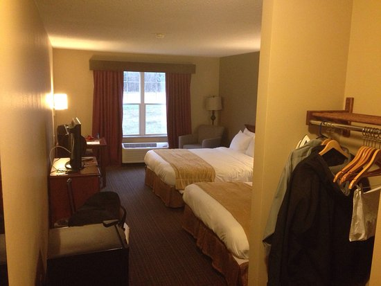 River Falls, WI: room was basic but very clean and everything was in good repair and worked well.