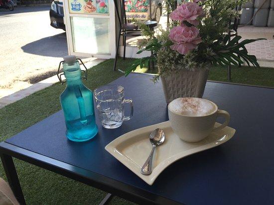 Talat Yai, Tailândia: A coffee whilst waiting