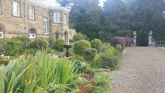 Crathorne, UK: Delightful gardens