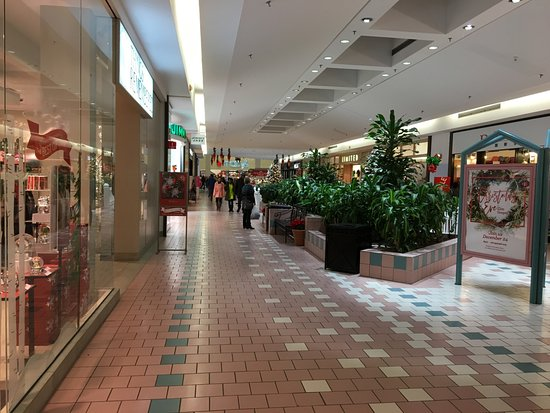 Victor, Nowy Jork: Eastview Mall - another aisle of stores
