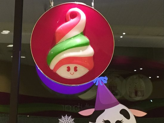 Penfield, NY: Menchie's - sign on front window