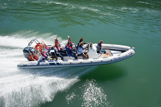 Menai Bridge, UK: Ribride Adventure Boat Tours