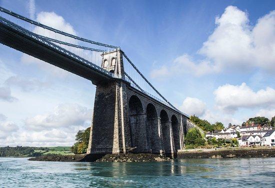 Menai Bridge, UK: Ribride Adventure Boat Tours