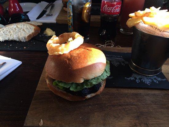 Henlow, UK: Crown burger