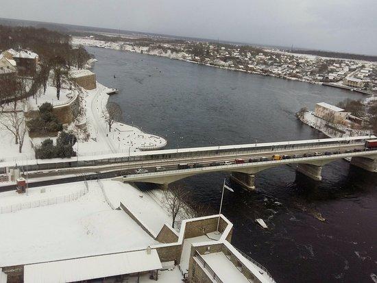 Narva, Estonia: Погранпереход через реку Нарва