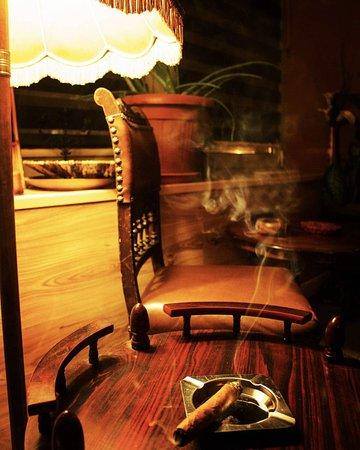 4dbad7a4565cb0 Mercedes Reyes Zigarrenlounge   Manufaktur  Zigarrenlounge